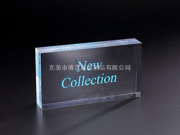 市面上的有机玻璃展示架定制贵吗?