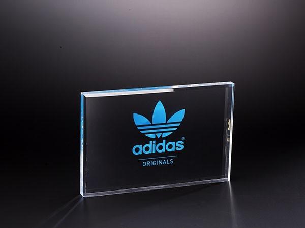 adidas亚克力展示台